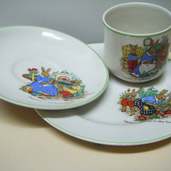 Can anyone help identify this set and it value please? - China and Dinnerware