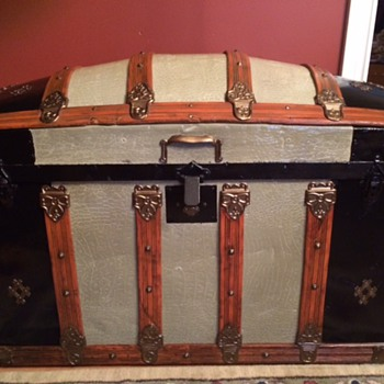 Alligator Embossed Round Top Trunk