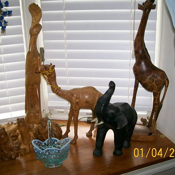 Collection of animals and a Fenton basket  - Glassware