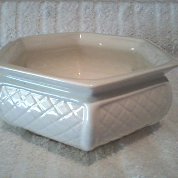Haeger Hexagon Basket Weave Planter Version #2 / Circa 1970-80's - Art Pottery
