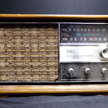 C. 1960 Radio - Radios