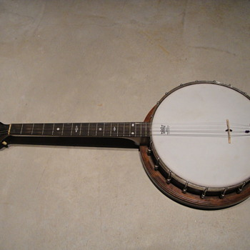 Vintage 4 string banjo help, help help - Guitars