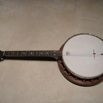 Vintage 4 string banjo help, help help