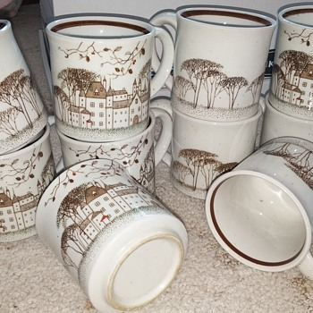 Set of 10 Brown Scene Cups