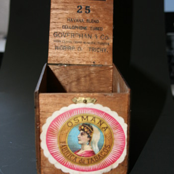 mystery vintage cigar box - Tobacciana