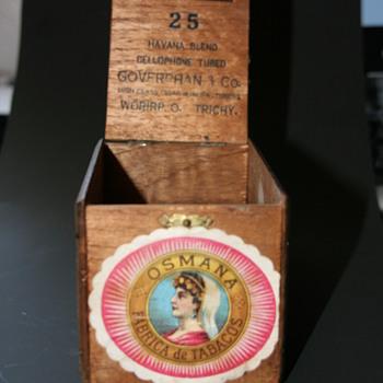 mystery vintage cigar box - Tobacciana