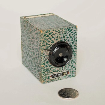 "Japanese ""No Darkroom"" box camera (AKA) a ""Yen Camera"""