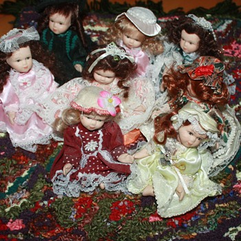 MINIATURE DOLLS & RUG - Dolls