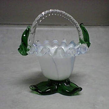 RUFFLED  RIM GLASS BASKET - Art Glass