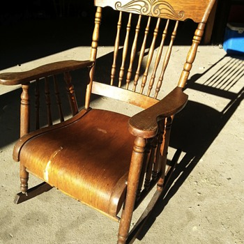 old rocking chair ??? - Furniture