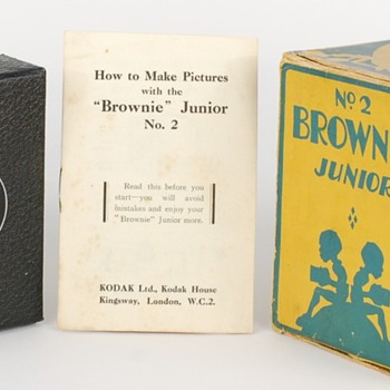 No.2 Brownie Junior with original extreme rare box - Cameras
