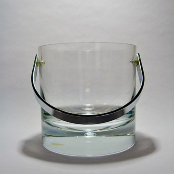 VICKE LINDSTRAND  FOR KOSTA -SWEDEN  - Art Glass