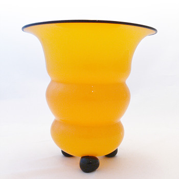 Tango yellow vase from Lötz