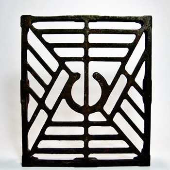 ART NOUVEAU CAST IRON TRIVET