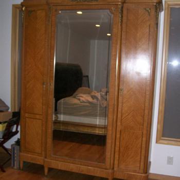 LOUIE THE( XVI) ( 4) PIECES OF FURNITURE  - Furniture
