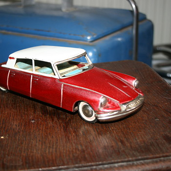 citroën DS friction bandai toy