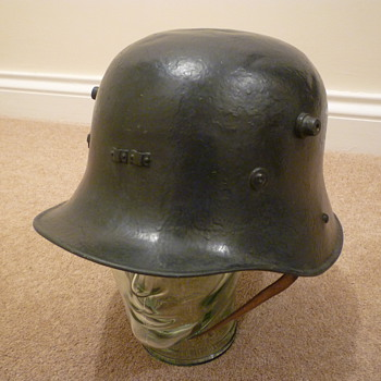Vickers Armstrong Irish steel helmet 1927