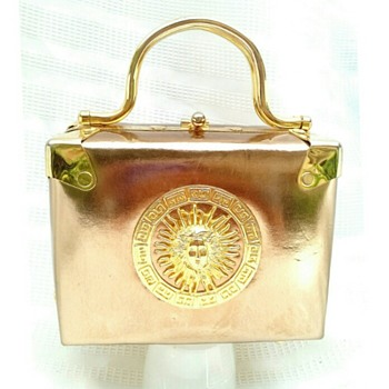 BEAUTIFUL GOLD POCKETBOOK ?