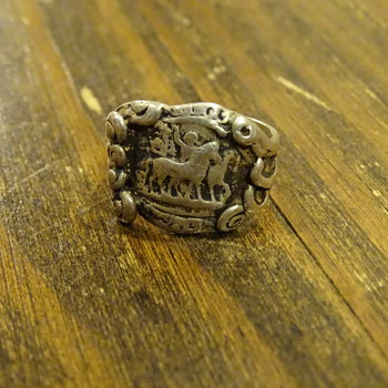 Unique sterling silver horse carrage ring