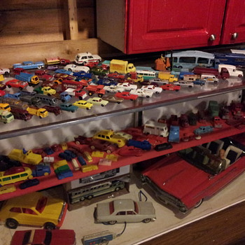 Random Disorganized Cars in the Garage - Model Cars