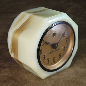 "Vidrio ""Cadillac"" Slag Glass Clock"