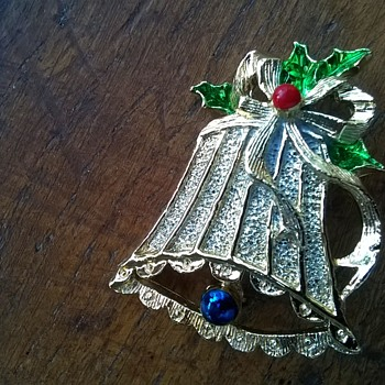 Vintage 1960s Gerry's Christmas Bell Holly Brooch Thrift Shop Find 95 Cents - Costume Jewelry