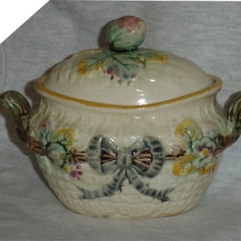 Majolica covered dish  - Art Pottery