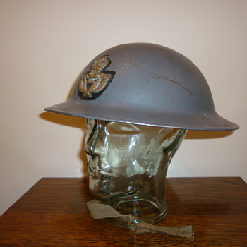 British WWII Royal Air Force Officers steel helmet. - Military and Wartime
