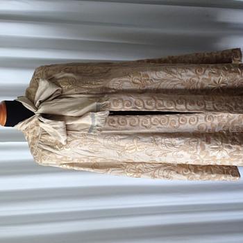 Victorian embroidered raw silk cape - Victorian Era