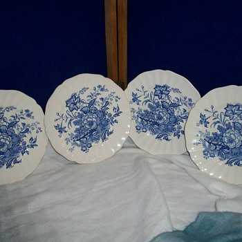 ROYAL DOULTON - VINTAGE DINNERWARE