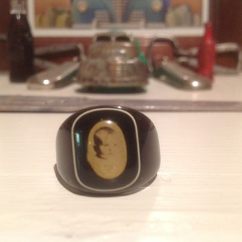Early 1930s Bakelite mourning ring - Art Deco