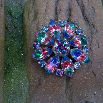 A Present From Malva....Rainbow Glass Brooch - Costume Jewelry