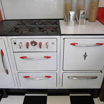 1930s? Wedgewood Stove with Fun Red Highlights