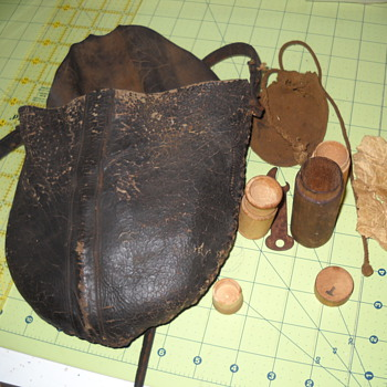Great-Great-Grrandfather's Civil war powder pouch and items - Military and Wartime