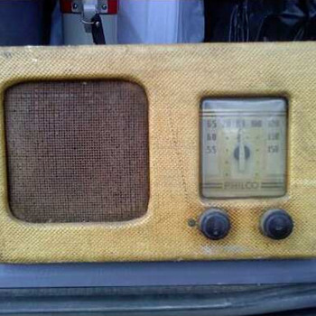 Philco Battery Powered TH-4 Radio