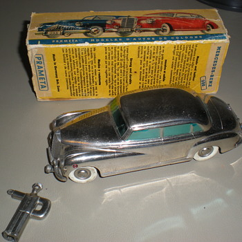 WINDUP MERCEDES CAR   - Toys