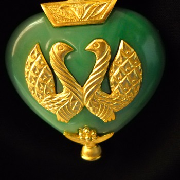 60&#039;s Kenneth Lane Faux Jade Love Birds Pendant - Costume Jewelry
