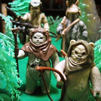 Ewoks in the Forest - Toys