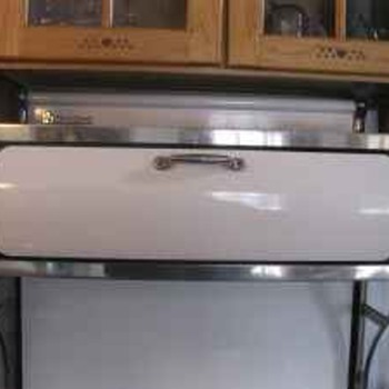 "Heartland 30"" Electric Stove Model 8000 - Kitchen"