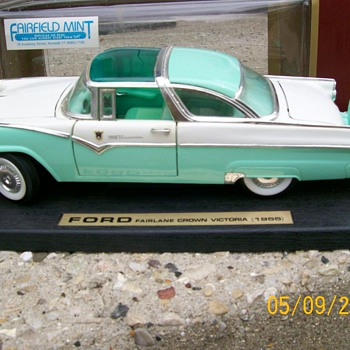 1955 Ford fairlane Crown Victoria 1/18 Die Cast car  - Model Cars