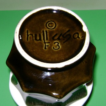 Hull Pottery F3 - Art Pottery