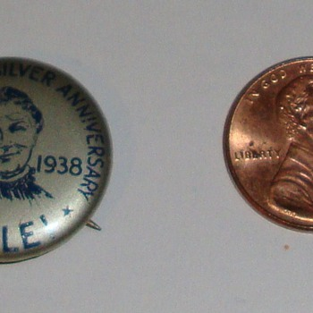 Mrs Tucker's Silver Anniversary Button/Pin - Advertising