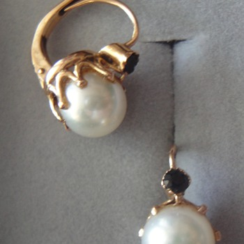 Loving memory of my grandmother; red gold pearl sappire earrings.