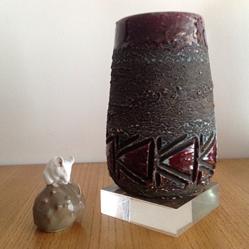 TILGMANS SWEDEN CHAMOTTE LUSTRE VASE 674 - Pottery