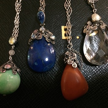 Arts & Crafts Drop Pendants - Saindheim