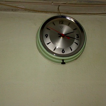Vintage Shanghai Diamond Electric Clock - Clocks
