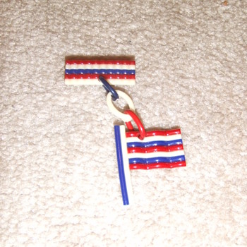 WW2 Patriotic Flag pin