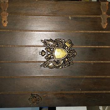Decanter wooden box set