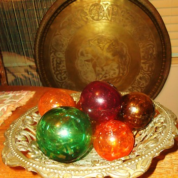 Italy metal  DEPOSE dish with glass fishing balls!!  CUTE! - Fishing