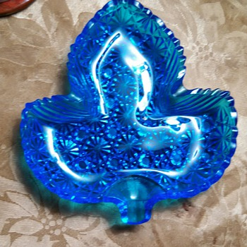 "Fenton Blue Glass""Daisy &Button"" ashtray!"